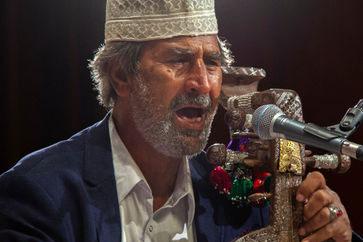 نوازندۀ برجستۀ سیستان و بلوچستان در بستر بیماری