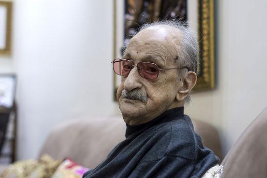 """گرامی داشت ۹۹ سالگی """"عبدالوهاب شهیدی"""" در منزلش"""
